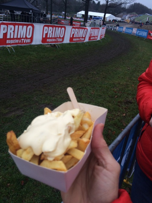 You can see the course in the background, but the real proof is the frites and the Mayo.